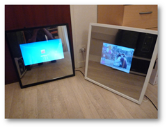 The Mirror V2 (à gauche) et The Mirror V1 (à droite)