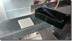Installation du boitier sur le rail avec des collants