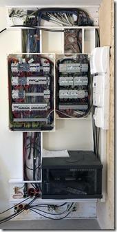 Placard technique - Electricité, domotique IPX800 et baie reseau (en cours d'installation)